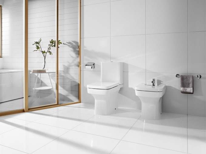 Close Coupled Back To Wall Toilet Suite With Bottom Inlet