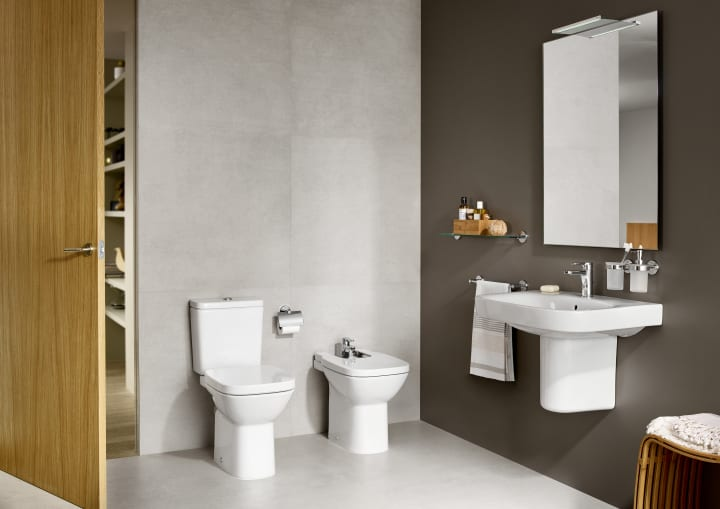 Close Coupled Toilet Suite P Trap With Bottom Inlet